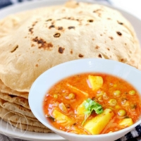 Executive Meal - Aloo matar, Dal Tadka, Phulka